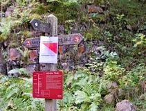 Monsals-Hintersignage, durch den Grundsteinviadukt, auf der Höchstbezirk Monsals-Spur, Derbyshire stockfoto