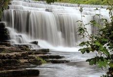 Monsals-Wasserfälle lizenzfreies stockfoto