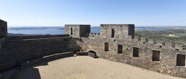 从Monsaraz城堡的看法 免版税库存图片