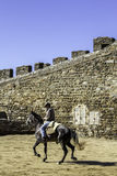 MONSARAZ - 6 AVRIL : Formation de cheval dans la ville de l'Alentejo de Monsaraz Image libre de droits