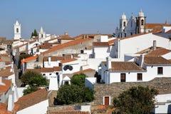 MONSARAZ, PORTUGAL: Mening van het middeleeuwse dorp van het kasteel stock foto