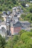 Monschau bonito em Alemanha com casa vermelha Fotografia de Stock Royalty Free