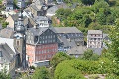 Monschau bonito em Alemanha com casa vermelha Fotografia de Stock