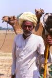 Monsieur au chameau juste, Jaisalmer, Inde images libres de droits
