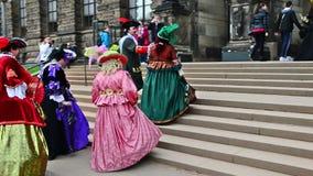 Monsieur baroque et cuvette de marche Dresde de ladys Images libres de droits