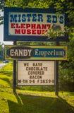 Monsieur Eds Elephant Museum et signe de centre commercial de sucrerie Image stock