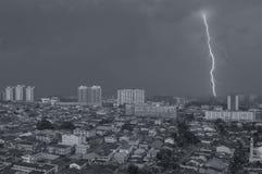 Monsone su Petaling Jaya, Kuala Lumpur, Malesia fotografia stock