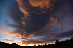 Monsone vigoroso Cloudscape, albero per bandiera, Arizona immagini stock