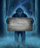 Monster, das ein Zeichen hält Stockbild