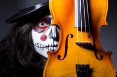 Monster, das Violine spielt Lizenzfreie Stockfotos