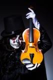 Monster, das Violine spielt Stockbild