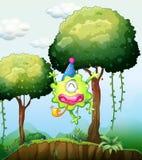 Monster het spelen dichtbij de boom in het bos Royalty-vrije Stock Afbeeldingen