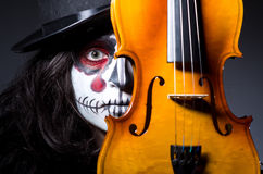 Free Monster Playing Violin Royalty Free Stock Photos - 34284668