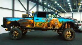 Monster truck enorme en el salón del automóvil real foto de archivo libre de regalías