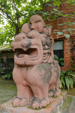 Monsterskulptur, luftgetrockneter Ziegelstein rgb Stockbild