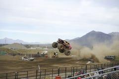 Monstertruck robi skokowi Zdjęcia Stock