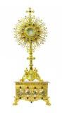 Monstrance золота на постаменте гравируя 4 Святые на задней части белизны Стоковая Фотография