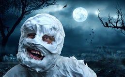 Monstro assustador no cemitério Imagem de Stock