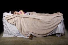 Monstruo bajo la cama Fotos de archivo