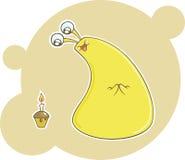 Monstruo lindo del amarillo de la historieta con la magdalena del cumpleaños Imagen de archivo