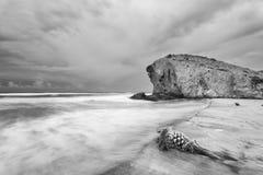 Monsul plaża z chmurnym niebem Zdjęcia Royalty Free