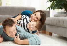 Montão da família em casa Fotografia de Stock Royalty Free