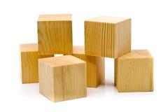 Montão de blocos de madeira marrons fotos de stock