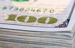 Montão de cem notas de dólar Imagens de Stock