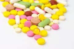 Montão de comprimidos coloridos Imagens de Stock