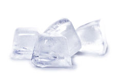 Montão de cubos de gelo, isolado Fotos de Stock
