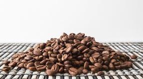Montão de feijões de café roasted Foto de Stock Royalty Free