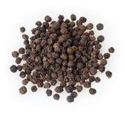 Montão de grãos da pimenta preta no branco Fotos de Stock