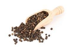 Montão de grãos de pimenta crus, naturais, não processados da pimenta preta no sc Fotos de Stock