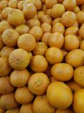 Montão de laranjas orgânicas frescas Fotografia de Stock Royalty Free