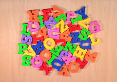 Montão de letras coloridas plástico do alfabeto Fotografia de Stock Royalty Free