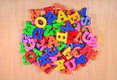 Montão de letras coloridas plástico do alfabeto Foto de Stock Royalty Free