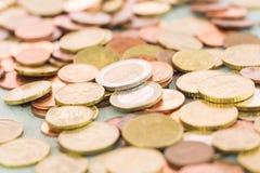 Montão de moedas sortidos do Euro Fotos de Stock