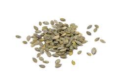 Montão de sementes de abóbora em condições naturais, isolado nos vagabundos brancos Fotografia de Stock Royalty Free