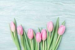Montão de tulipas cor-de-rosa para o 8 de março, o dia internacional da mulher ou de mães Fundo bonito da mola Vista superior Fotografia de Stock
