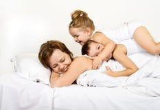 Montão feliz dos povos da manhã fotografia de stock royalty free