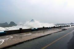 Montée subite de tempête une augmentation de la mer photo libre de droits