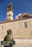 Monténégro. Église et monument dans Perast Photographie stock libre de droits