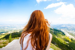 Monténégro, la montagne Lovcen et cheveux rouges Photographie stock libre de droits