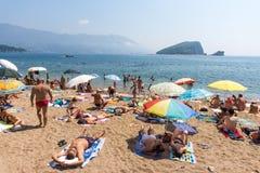 Monténégro : La plage de ville dans Budva Photographie stock libre de droits