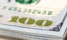 Montón de cientos billetes de dólar Imagen de archivo