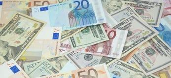 Montón de dólares y de euros Foto de archivo