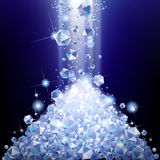 Montón de diamantes que caen imagenes de archivo