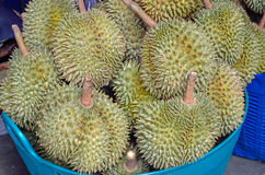 Montón de durians imagen de archivo