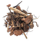 Montón de la corteza de árbol de pino Chip Isolated Fotografía de archivo
