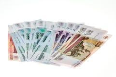 Montón de las rublos rusas en el fondo blanco Imágenes de archivo libres de regalías